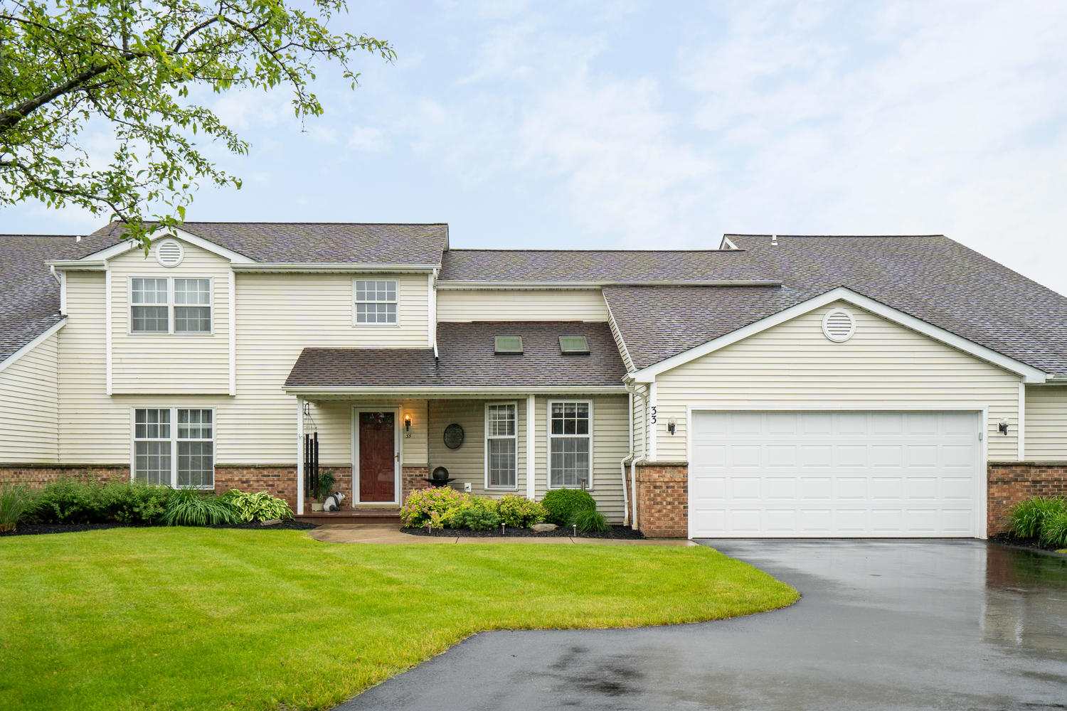 33 Crabapple Ct Orchard Park-large-001-017-Exterior Front-1500×1000-72dpi