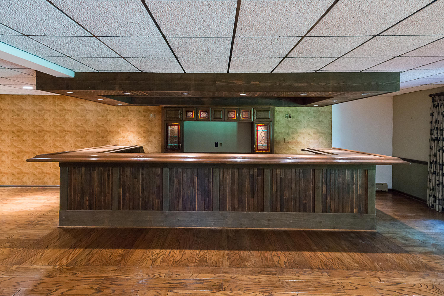 6523 Boston State Road Hamburg-large-016-16-Basement Bar-1499×1000-72dpi