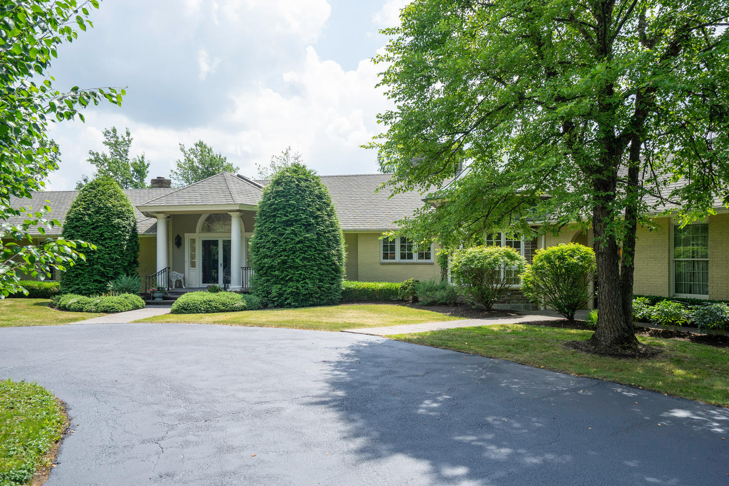 1395 Sweet Rd East Aurora NY-large-002-15-Exterior Front-1500×1000-72dpi