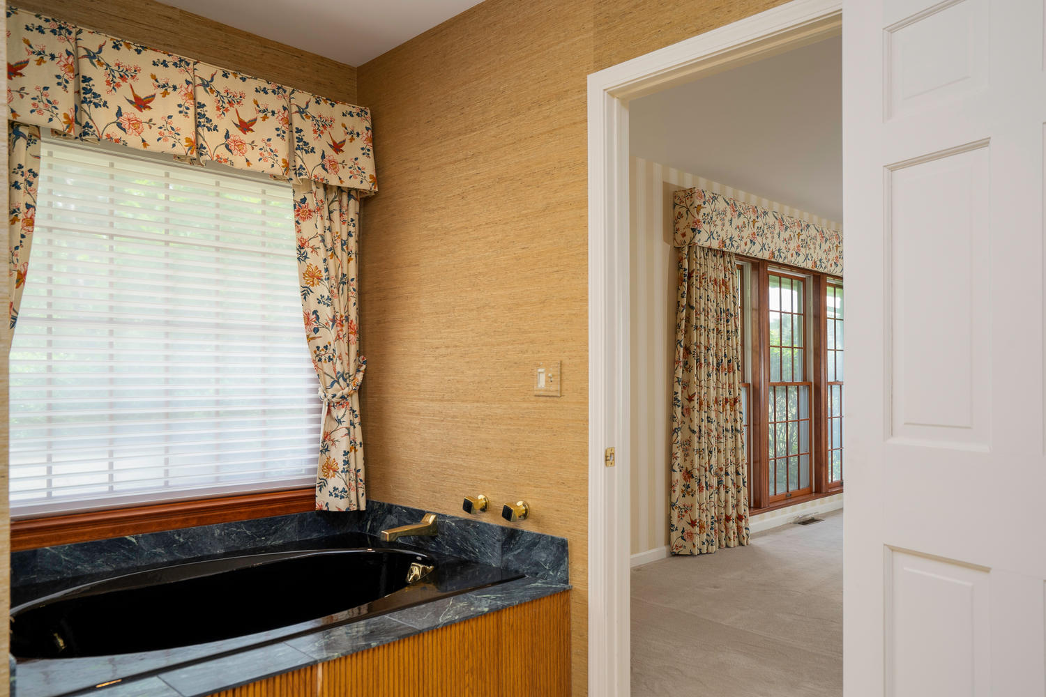 1395 Sweet Rd East Aurora NY-large-021-11-Bathroom-1500×1000-72dpi
