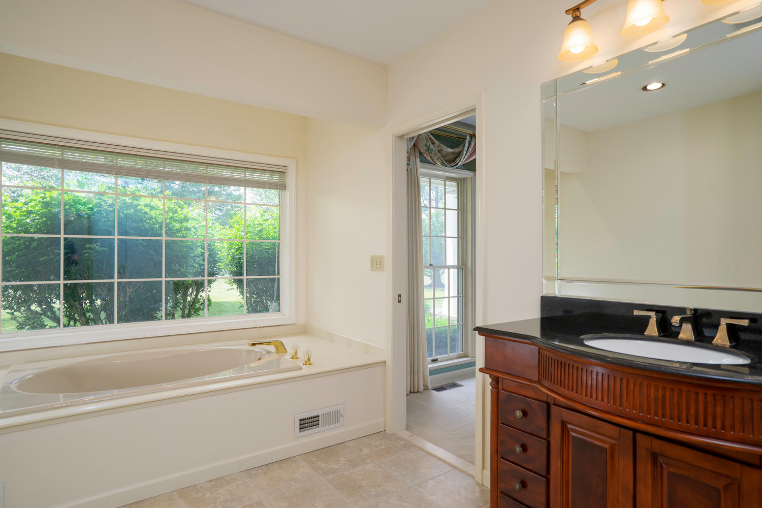 1395 Sweet Rd East Aurora NY-large-023-7-Bathroom-1500×1000-72dpi