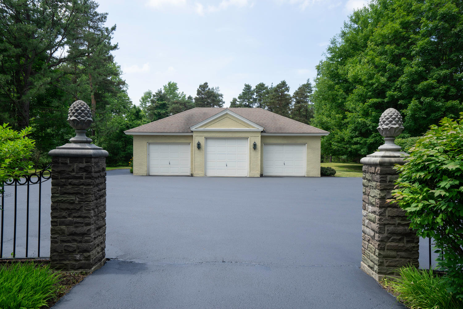 1395 Sweet Rd East Aurora NY-large-025-23-Garage-1500×1000-72dpi