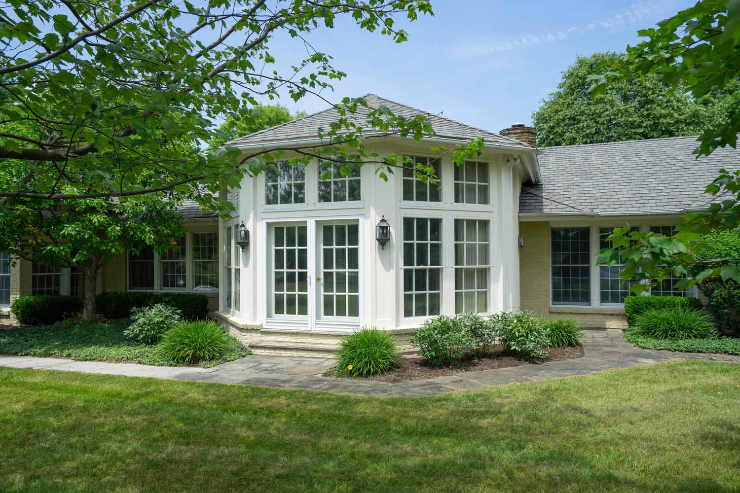 1395 Sweet Rd East Aurora NY-large-029-28-Exterior-1500×1000-72dpi
