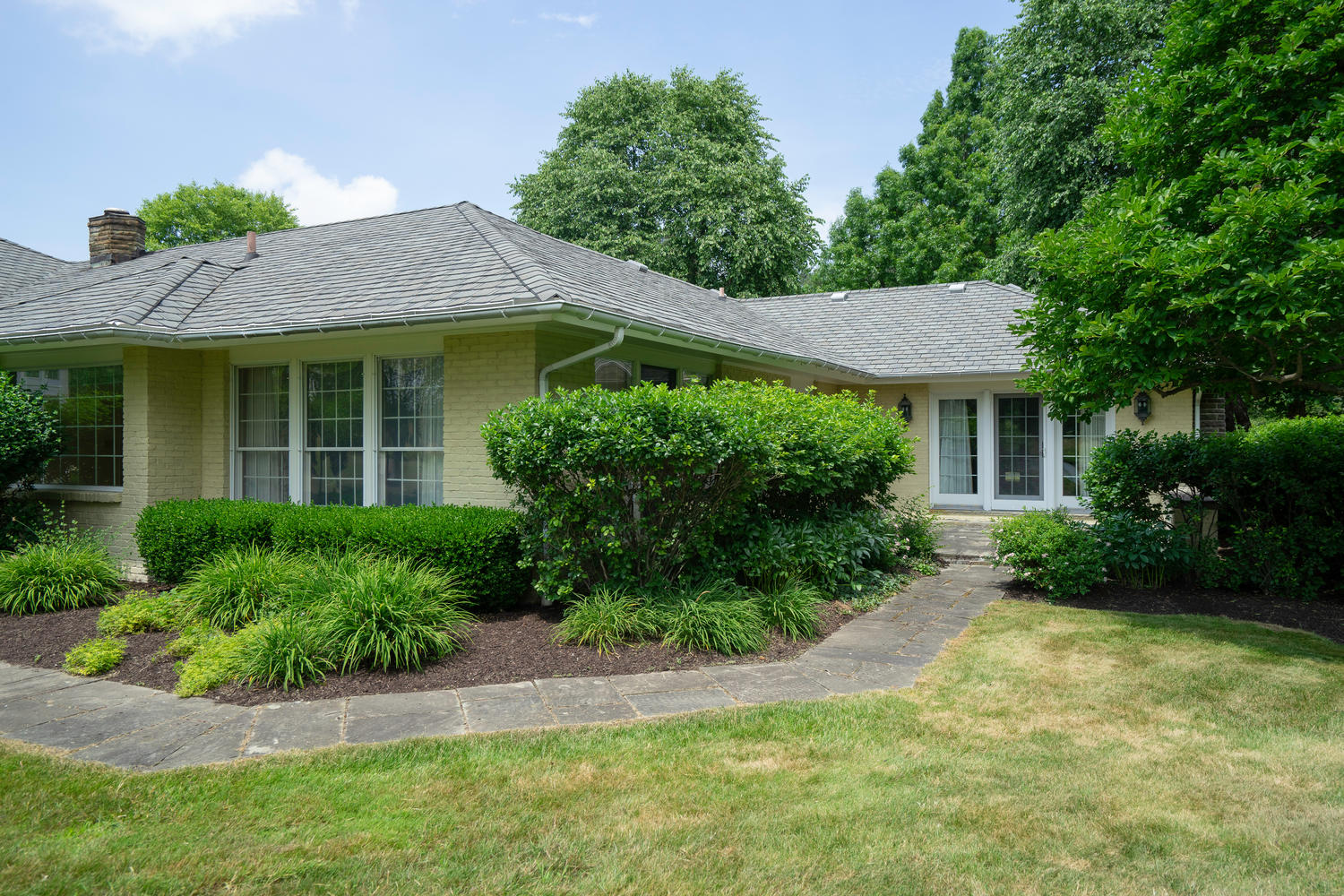 1395 Sweet Rd East Aurora NY-large-030-27-Exterior-1500×1000-72dpi