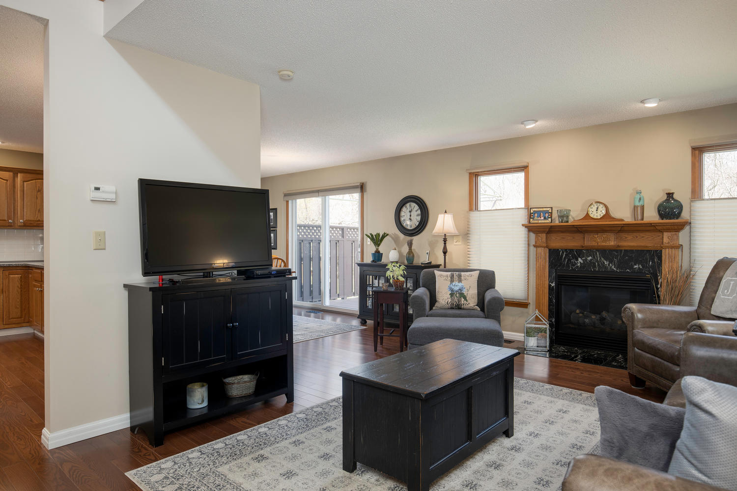 34 Westview Dr West Seneca NY-large-003-008-Living Room-1500×1000-72dpi