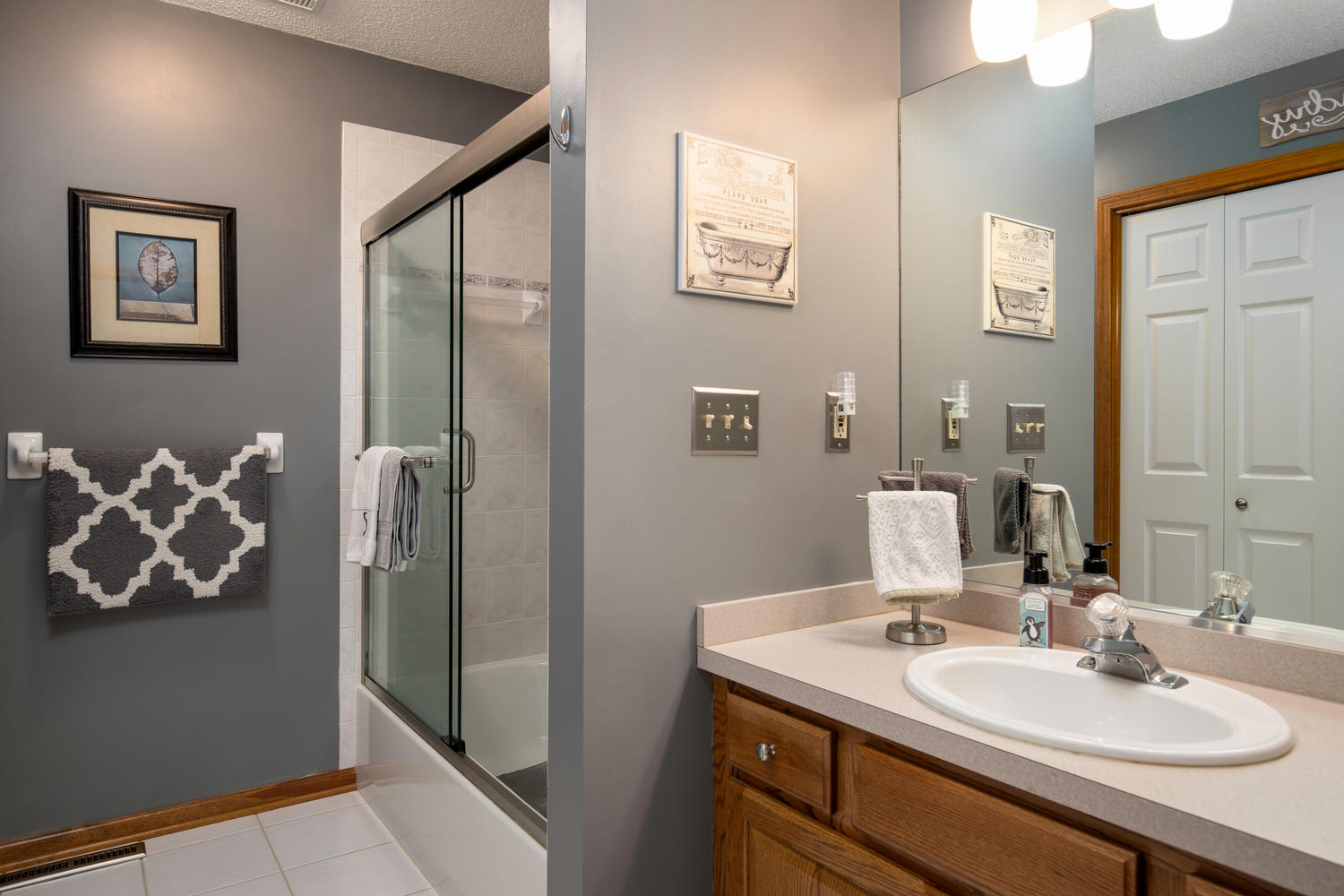 34 Westview Dr West Seneca NY-large-013-010-Bathroom-1500×1000-72dpi