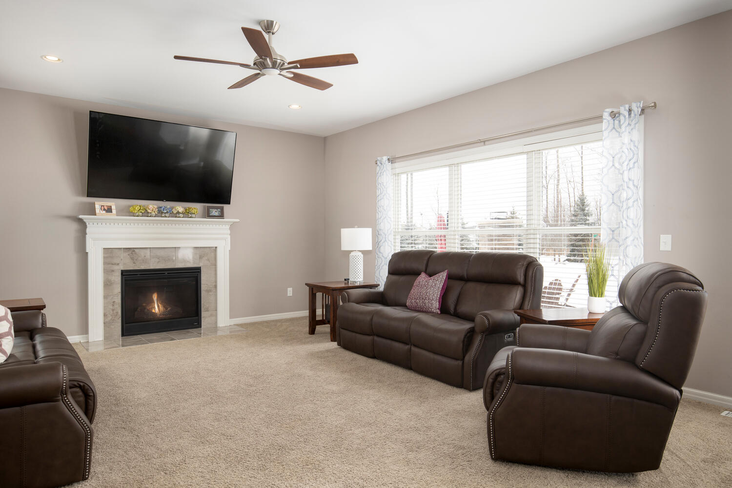 22 Basswood Ln Orchard Park NY-large-006-022-Living Room-1500×1000-72dpi
