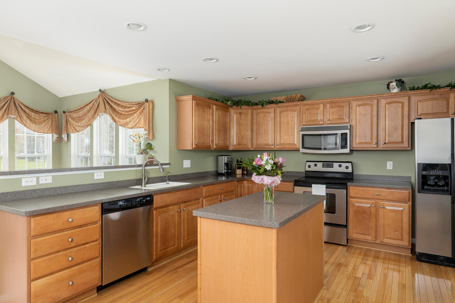 6458 Taylor Rd Hamburg NY-large-008-024-Kitchen-1500×1000-72dpi