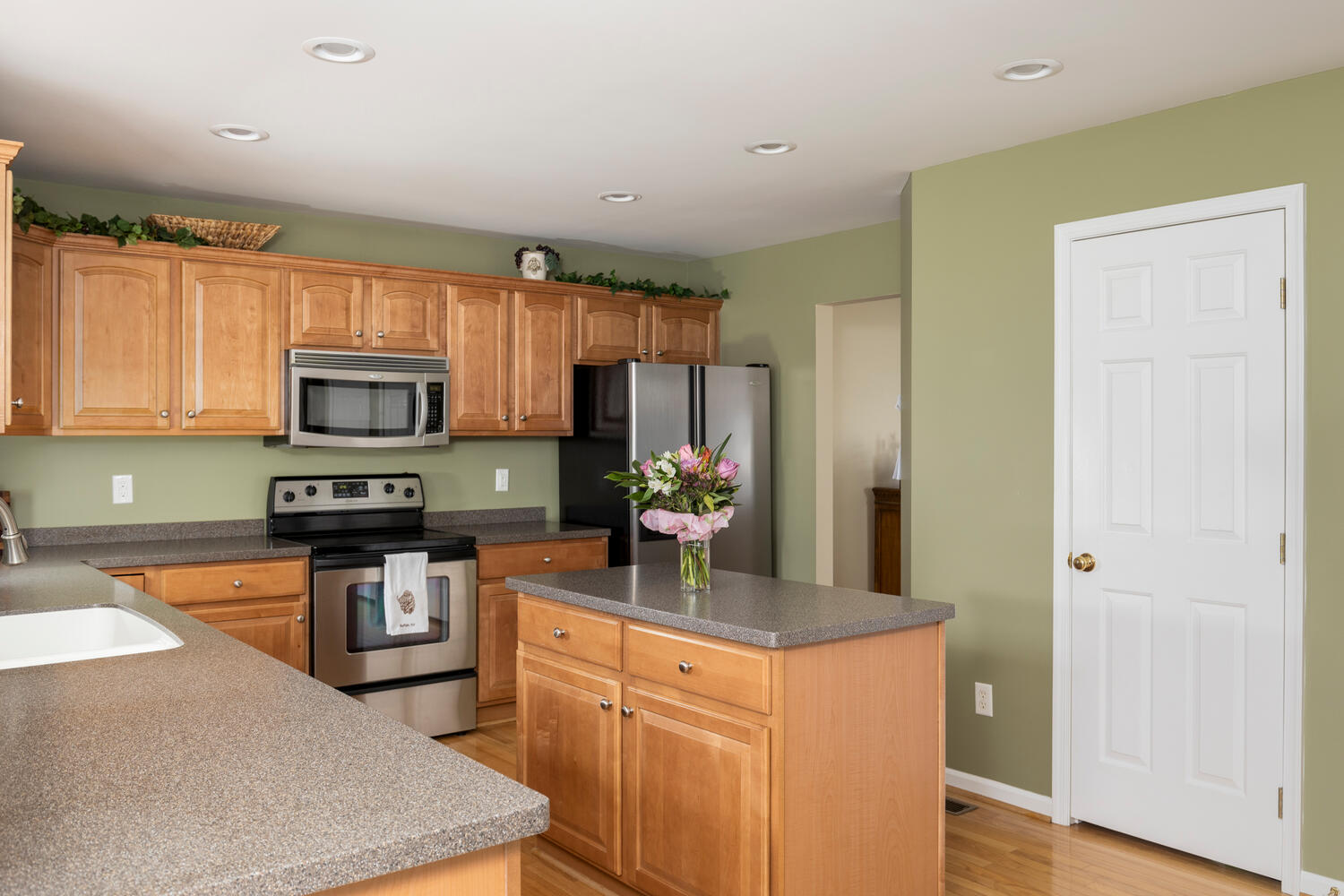 6458 Taylor Rd Hamburg NY-large-009-019-Kitchen-1500×1000-72dpi