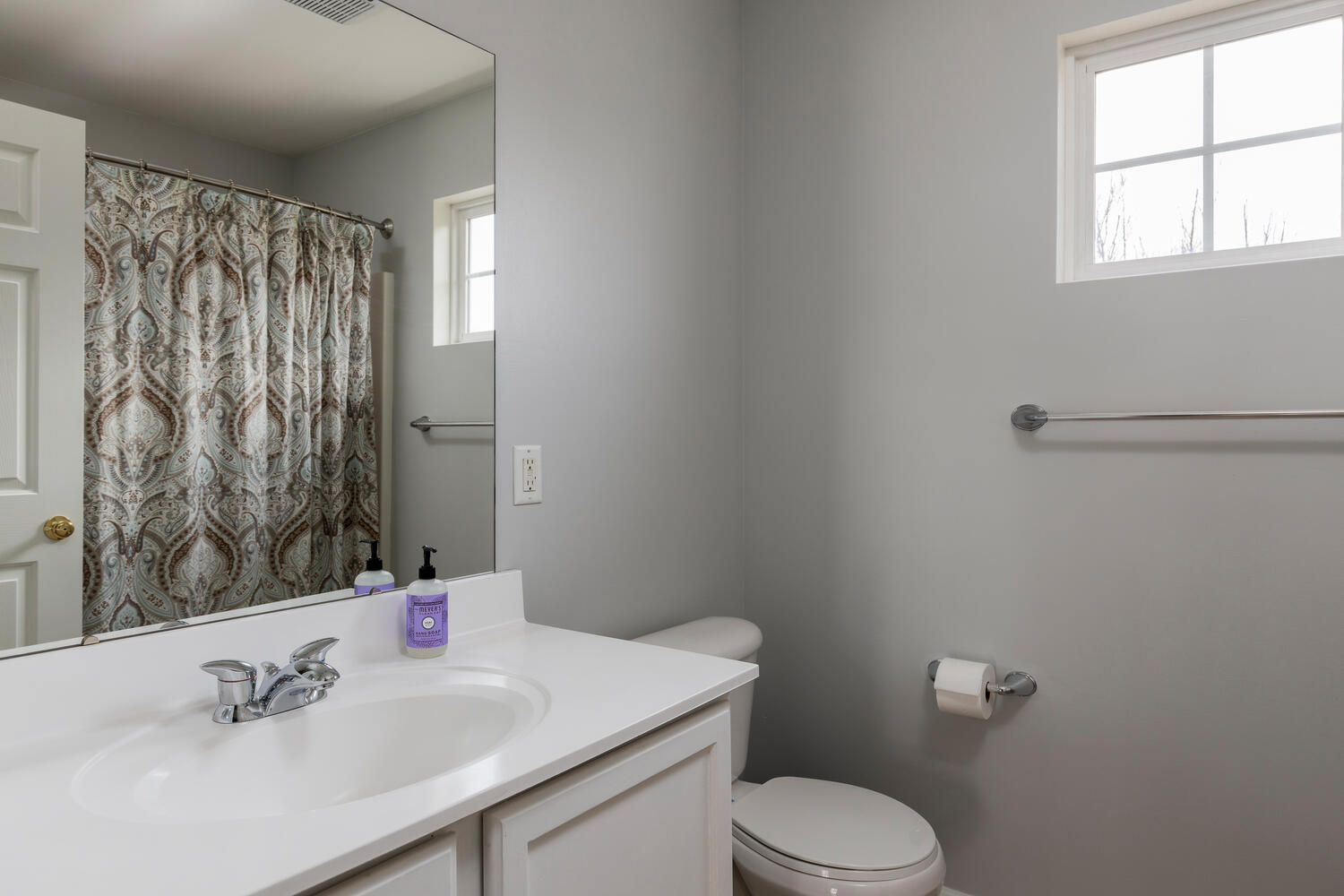 6458 Taylor Rd Hamburg NY-large-023-005-Bathroom-1500×1000-72dpi