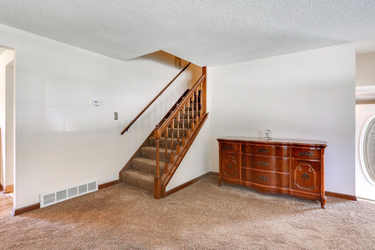 264 Forest Drive West Seneca-large-010-011-Staircase-1500×1000-72dpi
