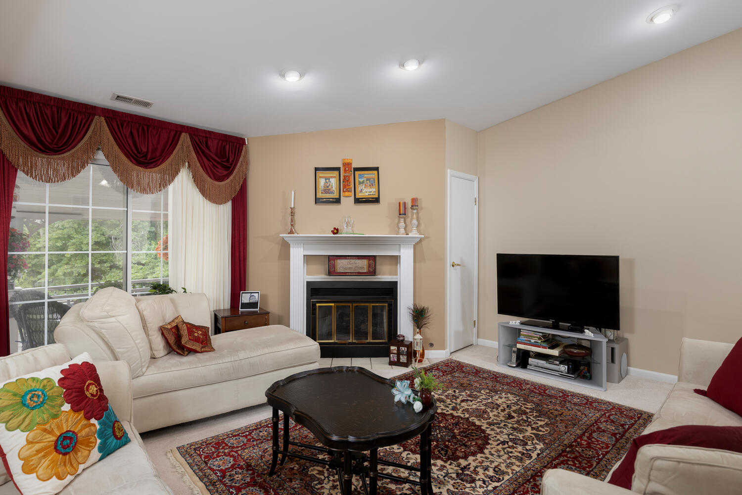 1205 Youngs Rd Unit APT F-large-004-007-Living Room-1500×1000-72dpi