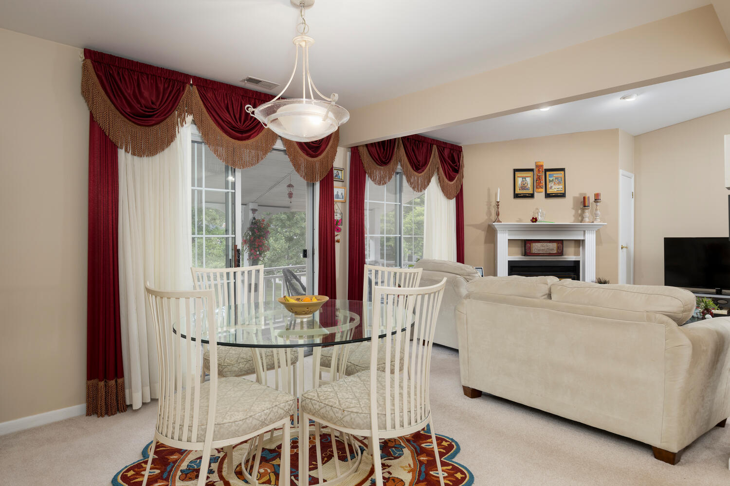 1205 Youngs Rd Unit APT F-large-006-005-Dining Room-1500×1000-72dpi